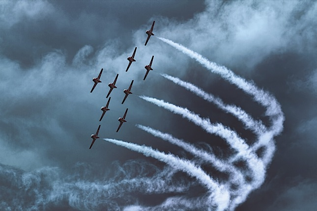 CF Snowbirds in formation (skiesmag.com)